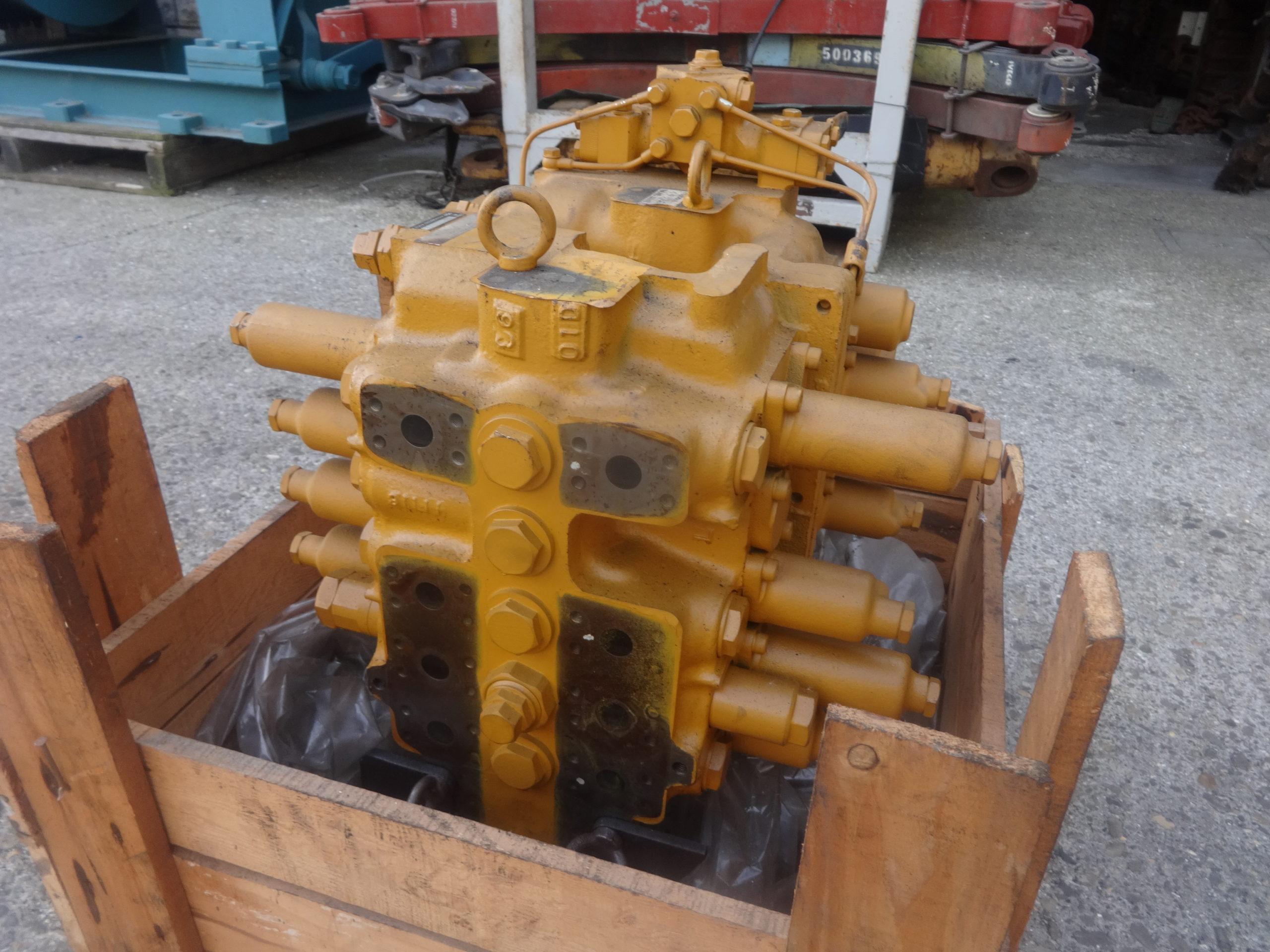 distributore idraulico komatsu 709-79-22102