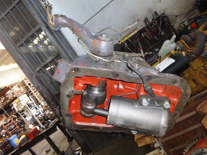 Sollevatore idraulico per trattore
