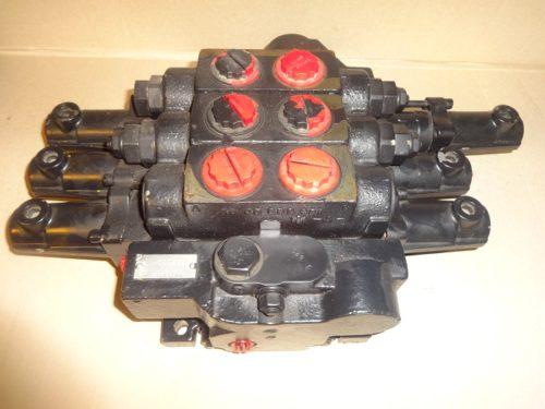 JCB 25/977800 main hydraulic valve block