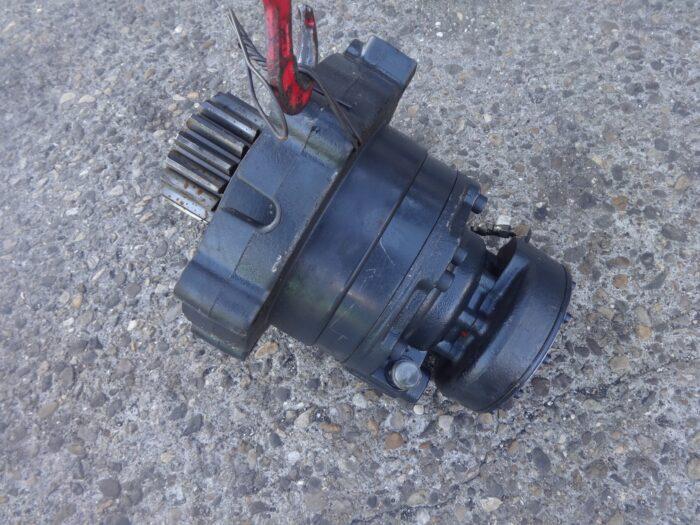 motore di rotazione bobcat 6673050